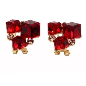 Red square crystal golden earrings